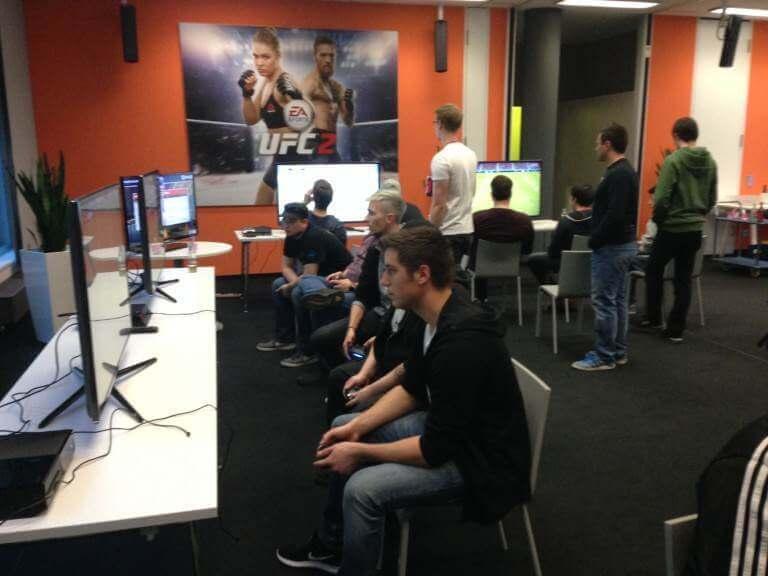 EA SPORTS FIFA Pressepokal
